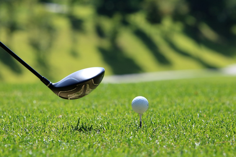 What to Consider if a Golf Ball Strikes Your Car and Causes an Accident
